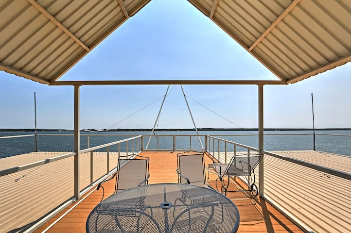New! 6BR Waterfront Brownwood House w/Private Dock