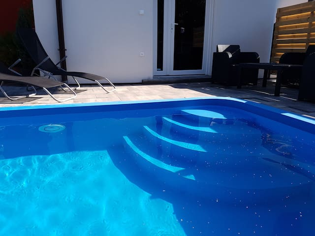 Bedrooms. Flats  Houses   Villas with a Pool in Fels  rs   Airbnb  Veszpr m