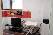Espace détente (TV, table)