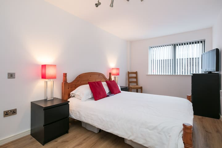 City Centre Apartment | 24 Hour Keyless Access