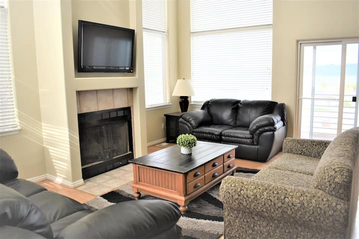 Updated Yacht Drive Town Home 952 # 1 (Free Wi-Fi) Sleeps 19