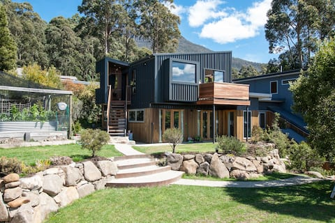 Architectural Mountain Retreat - True Tasmania