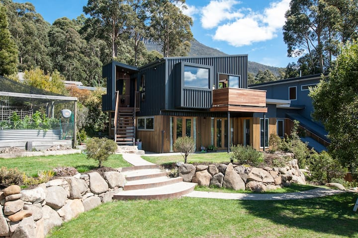 Architectural Mountain Retreat - True Tasmania
