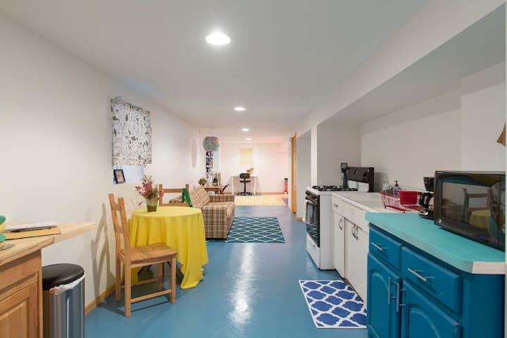Cozy lil' gem apartment in Logan Square