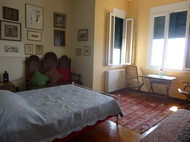 Private room in Corfu town overlooking the sea - Korfu - Byt