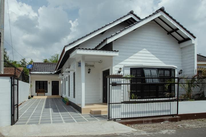 Guest House Griya Hastine Pakem Asri Dan Nyaman