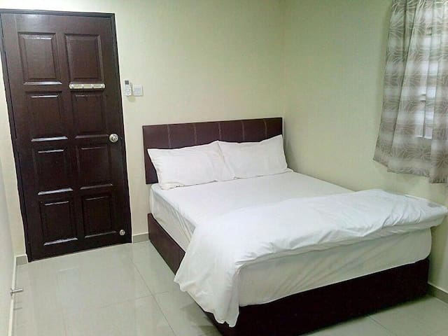 Double bed room with bathroom (deluxe)