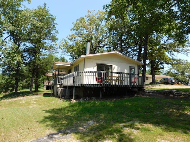 North Shore Resort cottage 6 on Bull Shoals Lake
