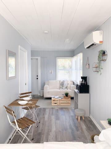 ☀️☕️New, Clean & Cozy space near the beach- RELAX!