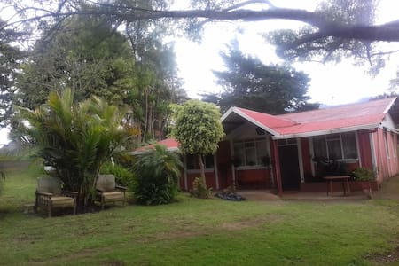 Friendly Local Family - Cartago - House