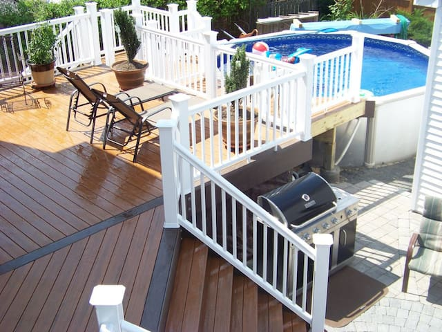 9 Bds, 3.5ba, Pool, 16 Badge, Sleeps 20 guests