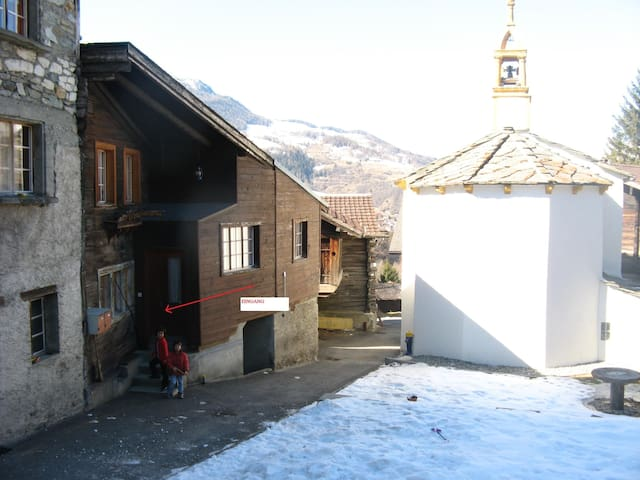 2 room flat near to hiking and skiing paradise - Bürchen - Apartamento