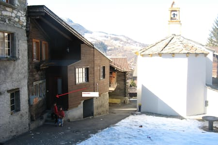 2 room flat near to hiking and skiing paradise - Bürchen - Apartmen