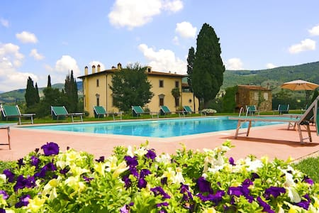 10+ bd, classical Tuscan style - Arezzo