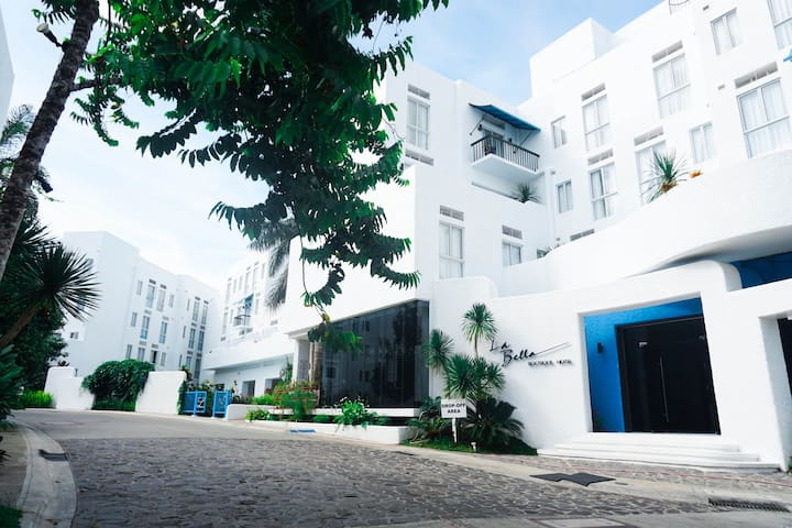 The Community : The loft is part of the La Bella community— Santorini-inspired and art-breathing.  It's situated at the quieter, more hidden parts of Tagaytay.
