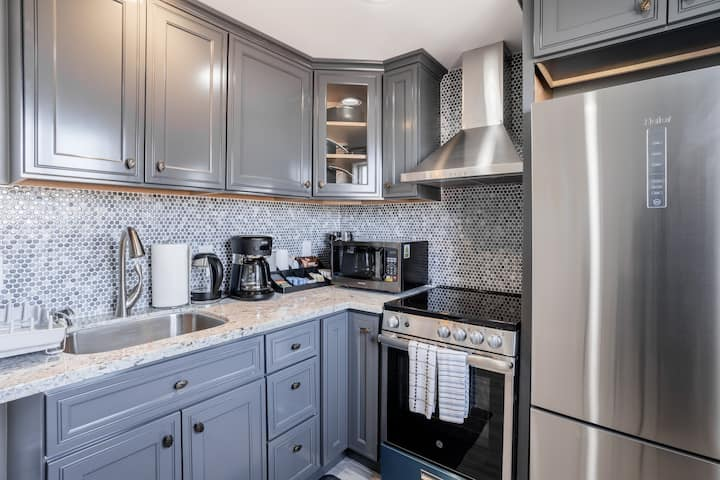 2019 Built: Sparkling Clean Private Luxury Suite