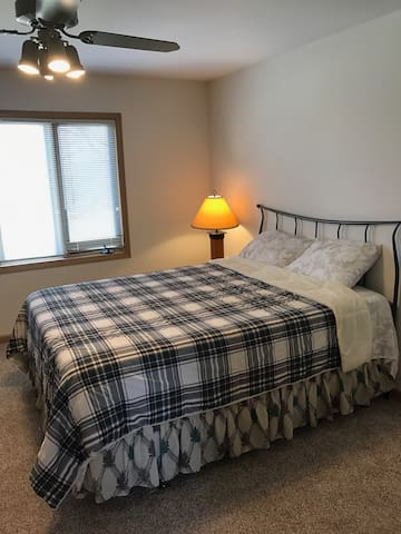Charming bed room ready for you 202 - Naperville