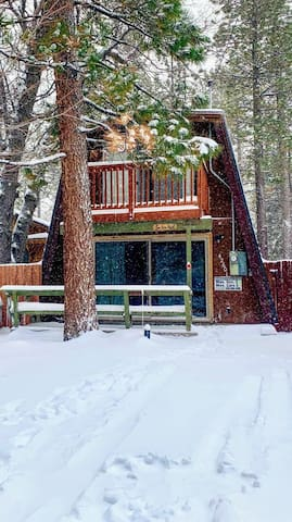 Sled in backyard.  Next to Bear Mountain. Cozy. Close to Village, Lake and Slopes.