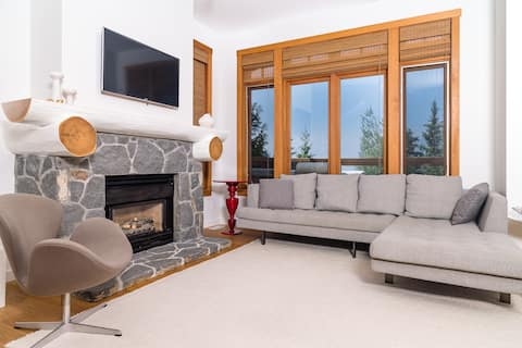TALUSWOOD RIDGE 21   3 Bed, 3 Bath Luxury Townhouse   Ski-In, Ski-Out   Breathtaking Views   Hot Tub   Parking Incl