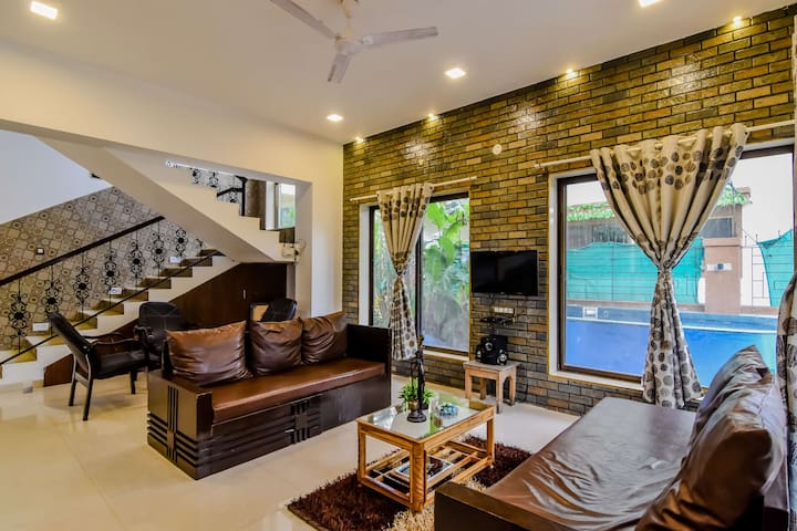 EKO STAY | Stylish 4BHK Villa with Jacuzzi