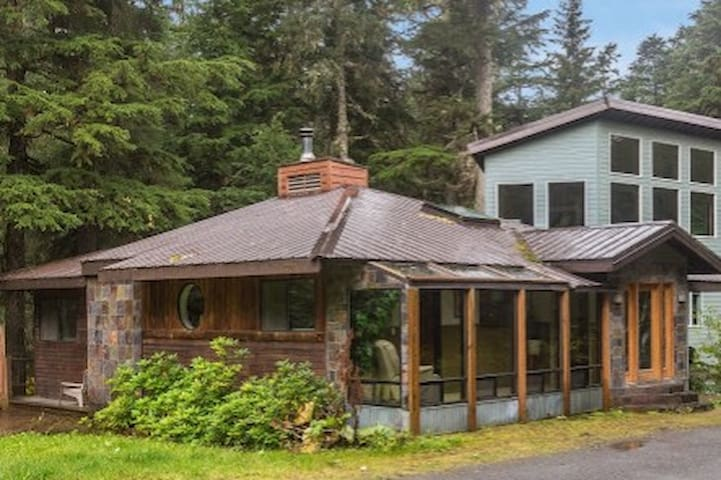 Girdwood Getaway- 2 BR family house.