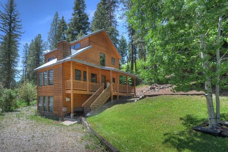 Hillside Lake House Vacation Rental Cabin - Zomerhuis/Cottage