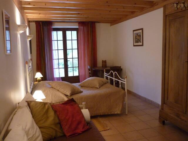 """Chambre d'hôtes""""La Cantalienne"""" à côté de FOIX - Loubens"""