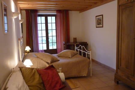 """Chambre d'hôtes""""La Cantalienne"""" à côté de FOIX - Loubens - Guesthouse"""