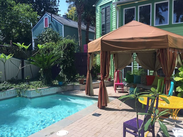 Refreshing Bywater Retreat-POOL! Sleeps 4, 2/2!! - New Orleans - Bed & Breakfast