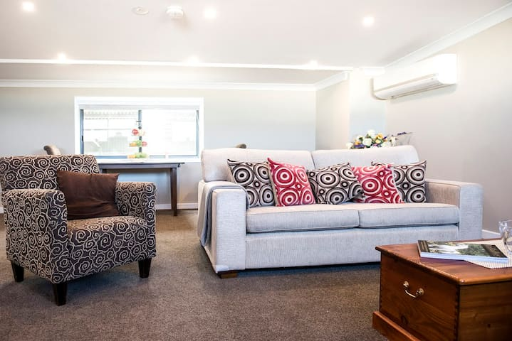 5 Star Studio ~ self contained luxury - Kilmore - Bed & Breakfast