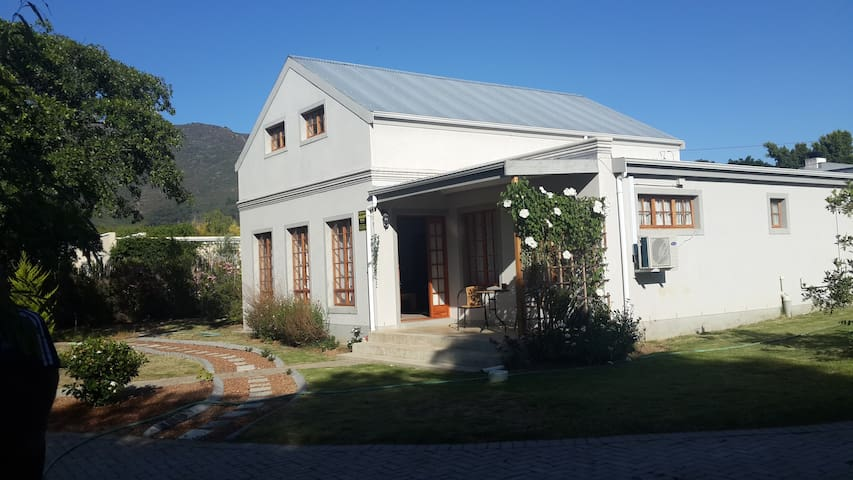 Pro Tempore - Riebeeck Kasteel - House