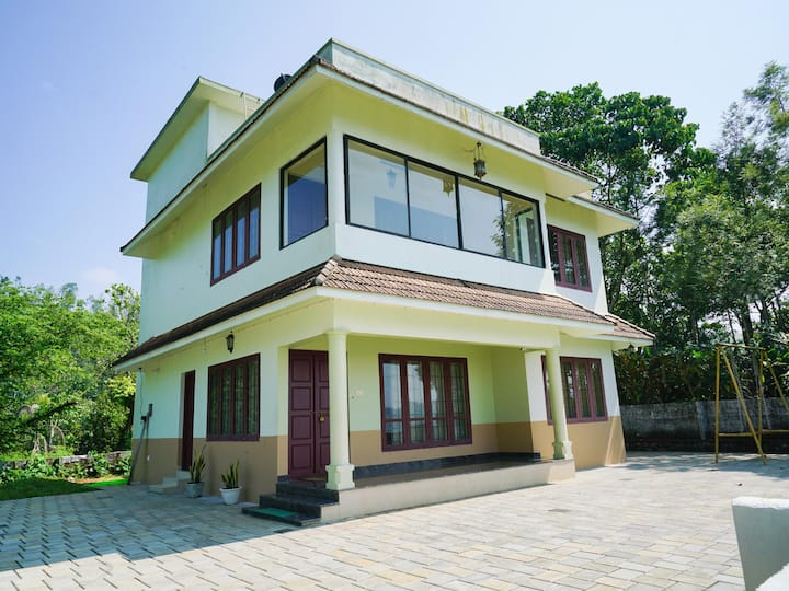 OYO - Elegant 1BHK Villa in Konnathady, Munnar