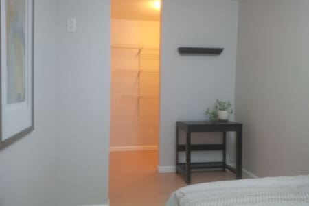 Stay just outside of Calgary (YYC)  in Airdrie! - Airdrie