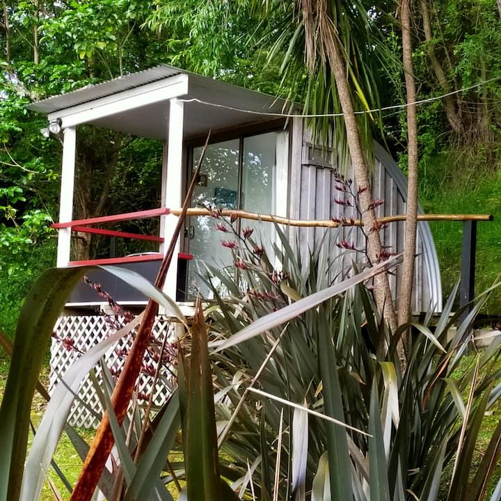 Tokomaru Bay Cute Single Cabin