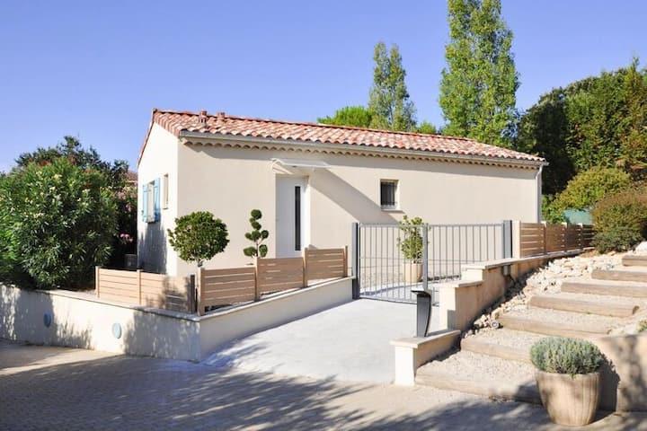 4 etoiles maison de vacances a Arpaillargues-et-Aureillac