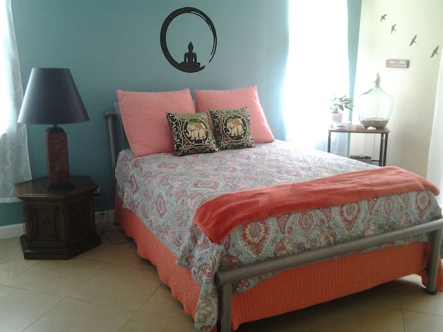 Bedroom for rent with a private Bathroom.