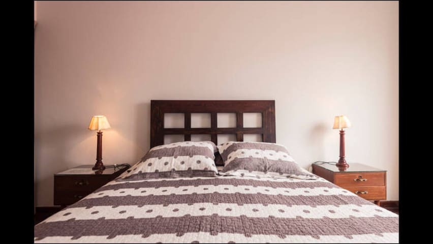 Nice clean Barranco room short drive to Miraflores - Barranco - Huis