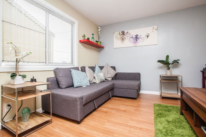 Casual 2BR near Kaiser w/ Parking - Richmond - Apartment
