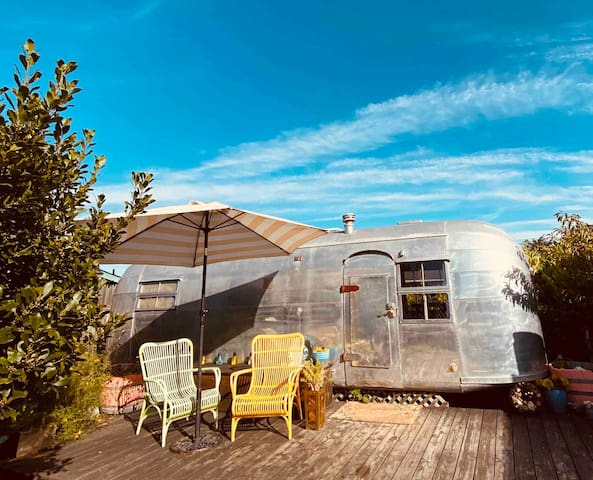 Airstream Dreams 1952- Beach access