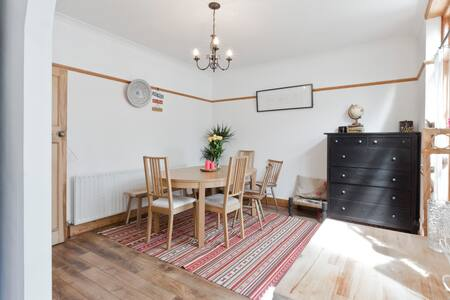 Large Double in Lovely Quiet London Suburb - House