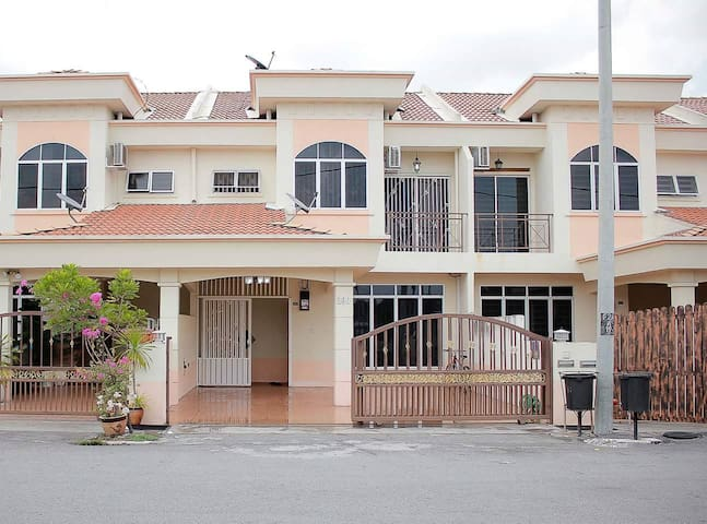 Marlina Holiday Home, Seri Manjung