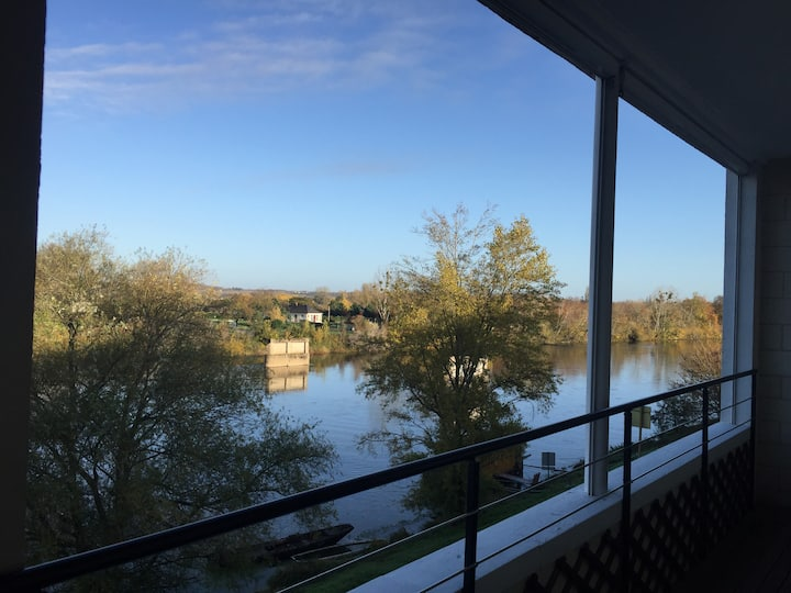 Spacious apartment overlooking the River Loire.