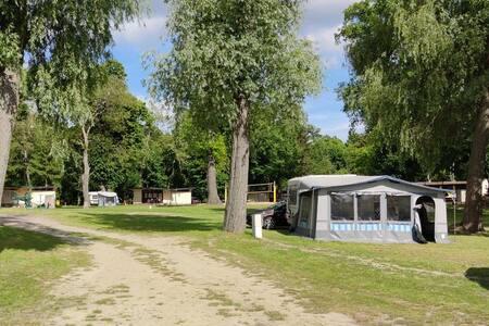 Przyczepa Kempingowa domek letniskowy nad jeziorem