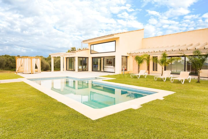 Fantastic new built Finca with lots of comfort between Muro and Can Picafort
