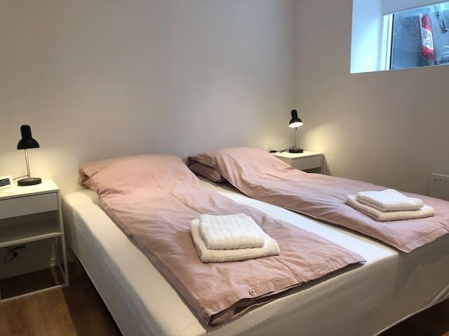 Bedroom1, twin bed 180x200 cm,