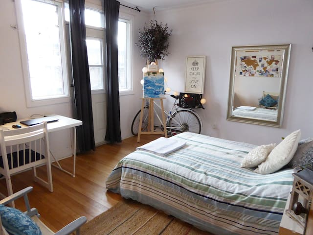 Petit Paradis - Spacious room in Little Italy