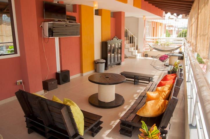 Sala de TV con Netflix / Living room-TV room (Netflix included)
