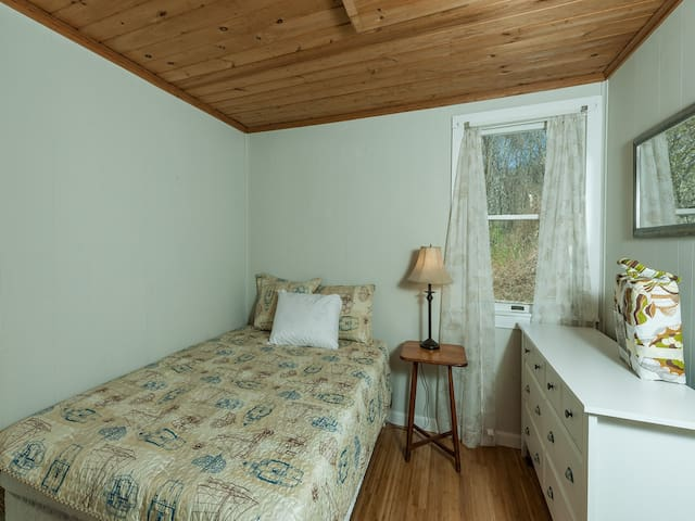 queen size bed in the other bedroom
