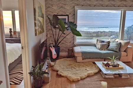 Designer 2bdr with a stunning beach view