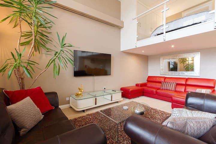 Beautiful luxury flat with mezzanine bedroom floor